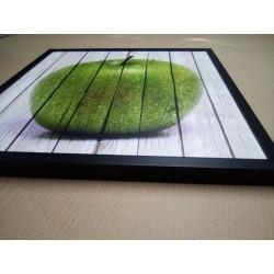 Detalle cuadro manzana con marco